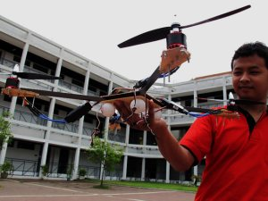 Pamerkan Quadcopter Mirip Helicopter